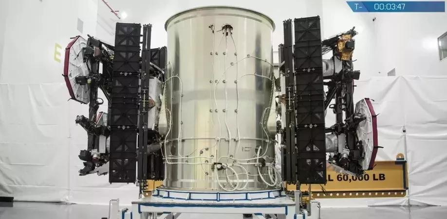 Jeden z testovacích satelitů SpaceX pro projekt Starlink